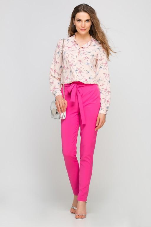 Koszula z dłuższym tyłem, K104 jaskółki różowe