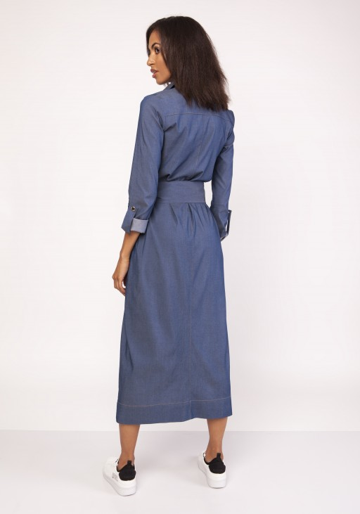 A maxi military-style dress , SUK158 jeans