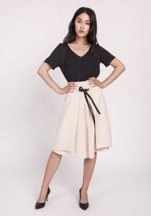 60/5000 Elegant skirt with effective binding at the front. SP123 beige