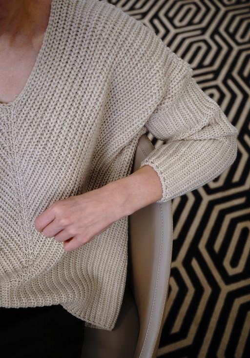 Oversize'owy sweter o asymetrycznym kroju, SWE124 beż