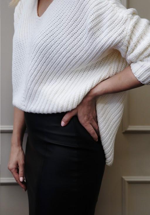 Oversize'owy sweter o asymetrycznym kroju, SWE124 ecru