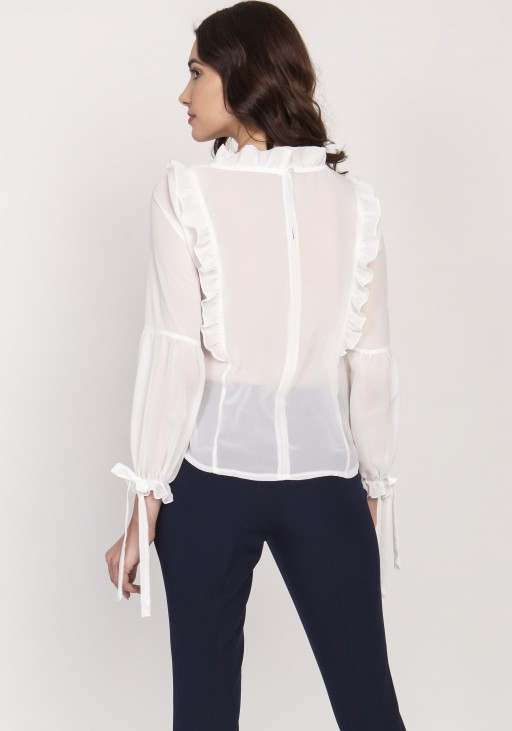 A subtle blouse with frills. BLU143 ecru