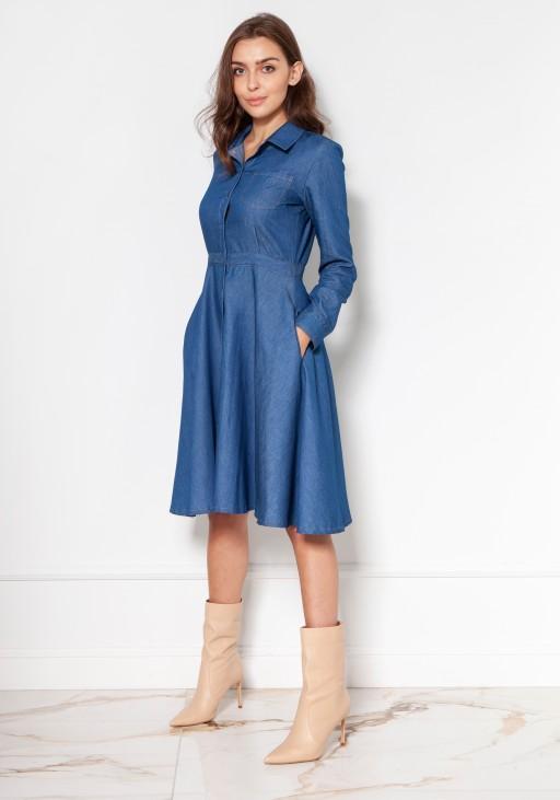 Rozkloszowana, jeansowa sukienka na guziki, SUK130 jeans