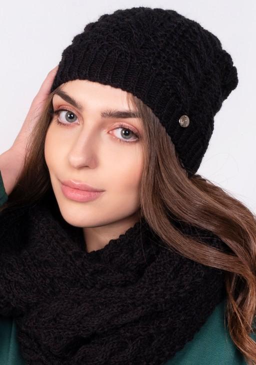 Twarzowa czapka w warkoczowy wzór - czarna