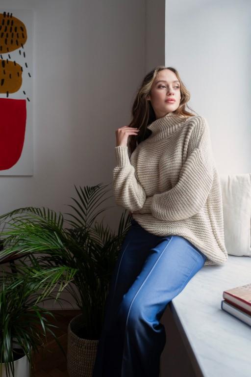 Sweter oversize z golfem, SWE148 beż