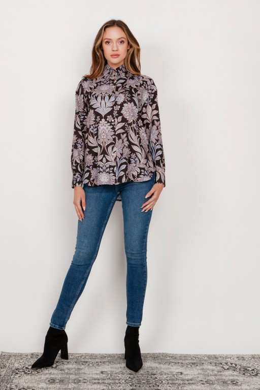 Shirt with a loose cut, K116 flowers pattern