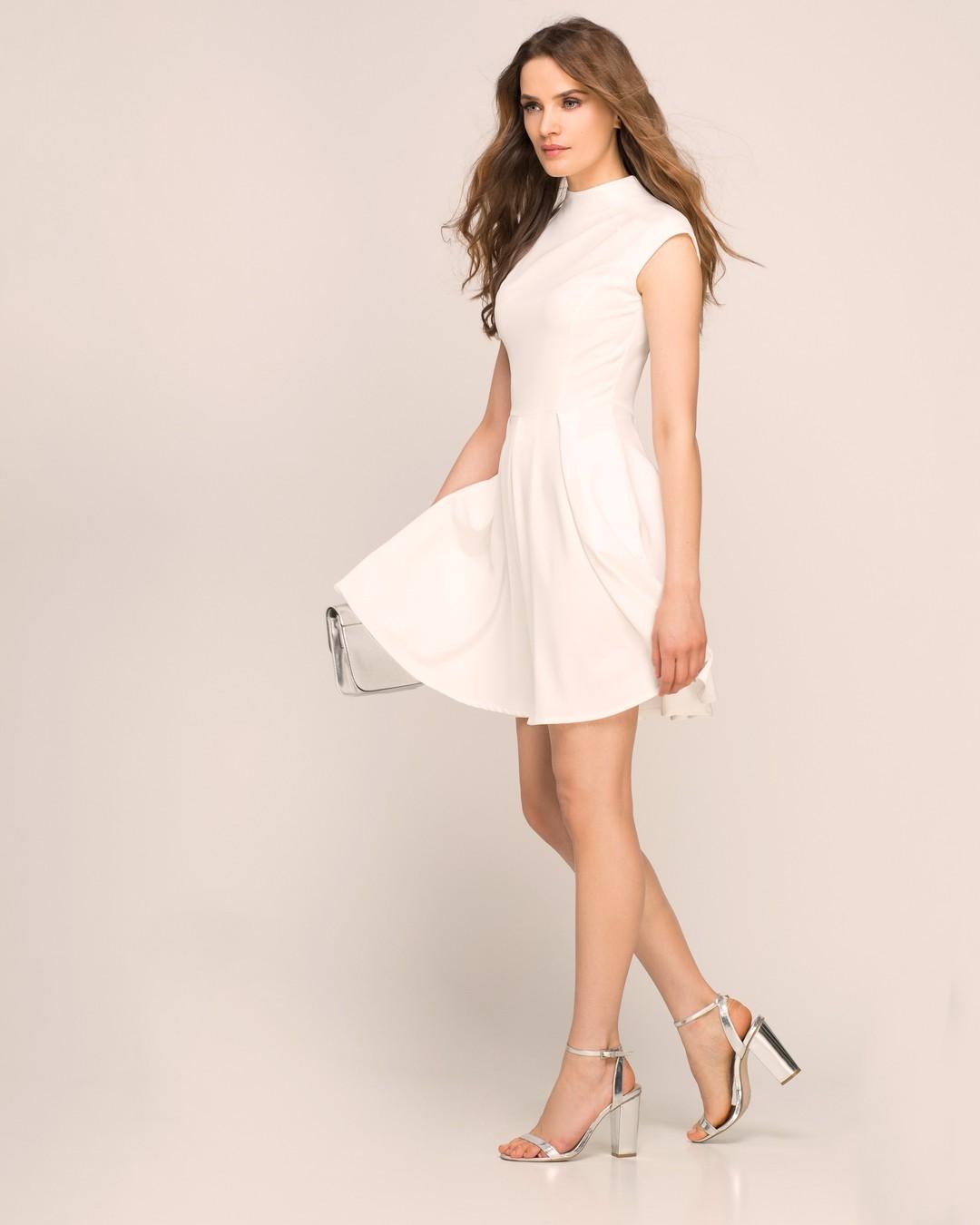 Letnie perełki znajdziesz też w naszym OUTLECIE. Na przykład ta sukienka dostępna jest teraz w rewelacyjnej cenie tylko 36,60 PLN. Ostatnie sztuki w rozmiarach 36 i 44. I jest tego dobra więcej! #outlet #promocja #wyprzedaz #wyprzedaż #koncowkikolekcji #promo #sale #summersale #sukienka #sukienkiwpromocji #białasukienka #modnapolka #sukienkanalato #taniasukienka #polskamarka #quality #fashionoutlet #tanio #minus80procent #rabat #rozkloszowana #rozkloszowanasukienka #sukienkanawesele #sukienkamini #brunetka #szpilki #nalato #summer2021fashion #trendylook #instastyle