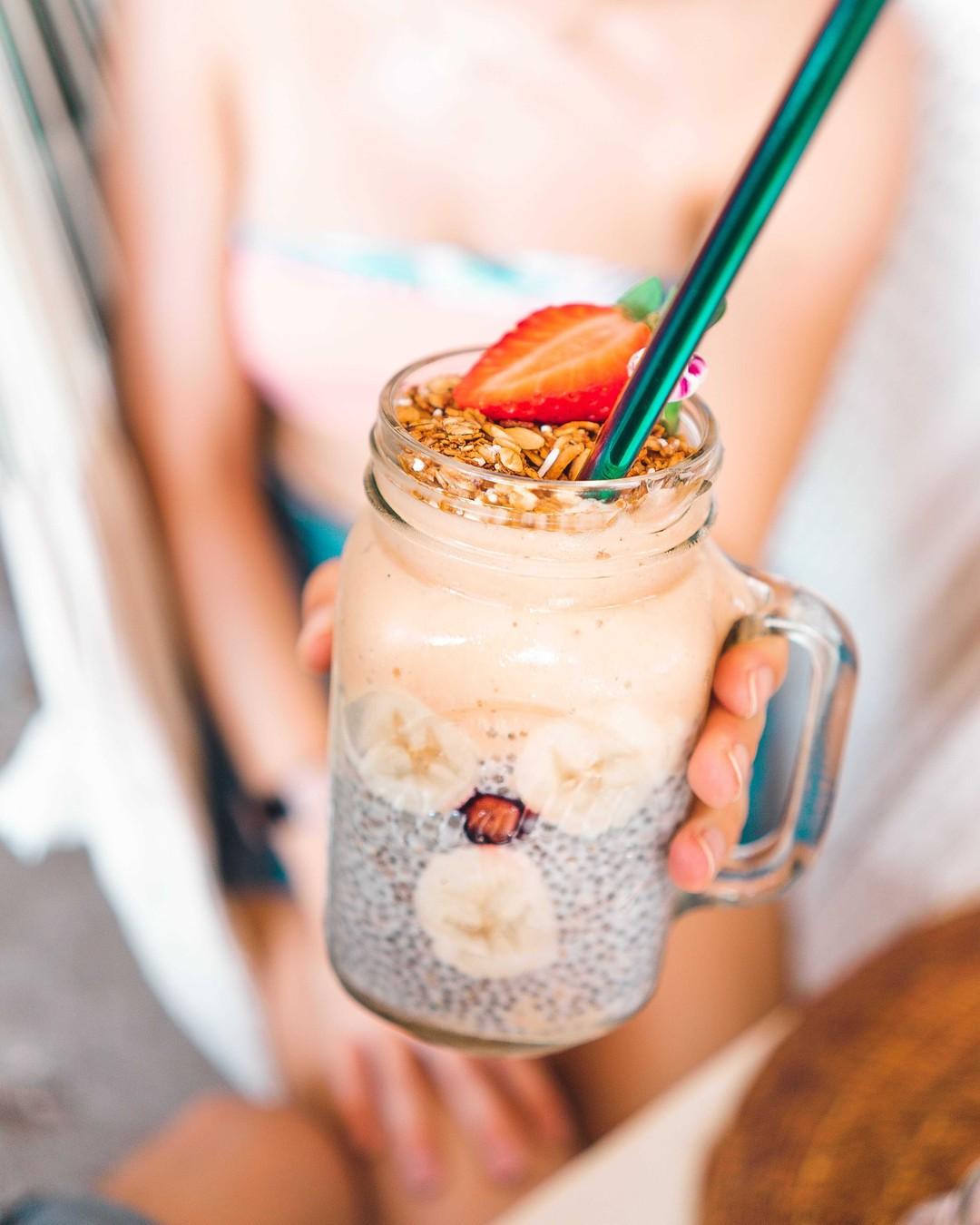 Niedzielne śniadanko i zaczynamy relaksik 🥰 Cudownego dnia! #smoothie #śniadanie #owsianka #overnightoats #healthy #breakfast #dobrypomysl #healthyfood #instafood #aledobre #fit #food #oatmeal #sniadaniemistrzow #sniadanie #pyszne #zdrowejedzenie #banana #vegan #porridge #gotowanie #koktajl #domowakuchnia #yummy #goodmorning #zdrowo #wiemcojem #jedzenie