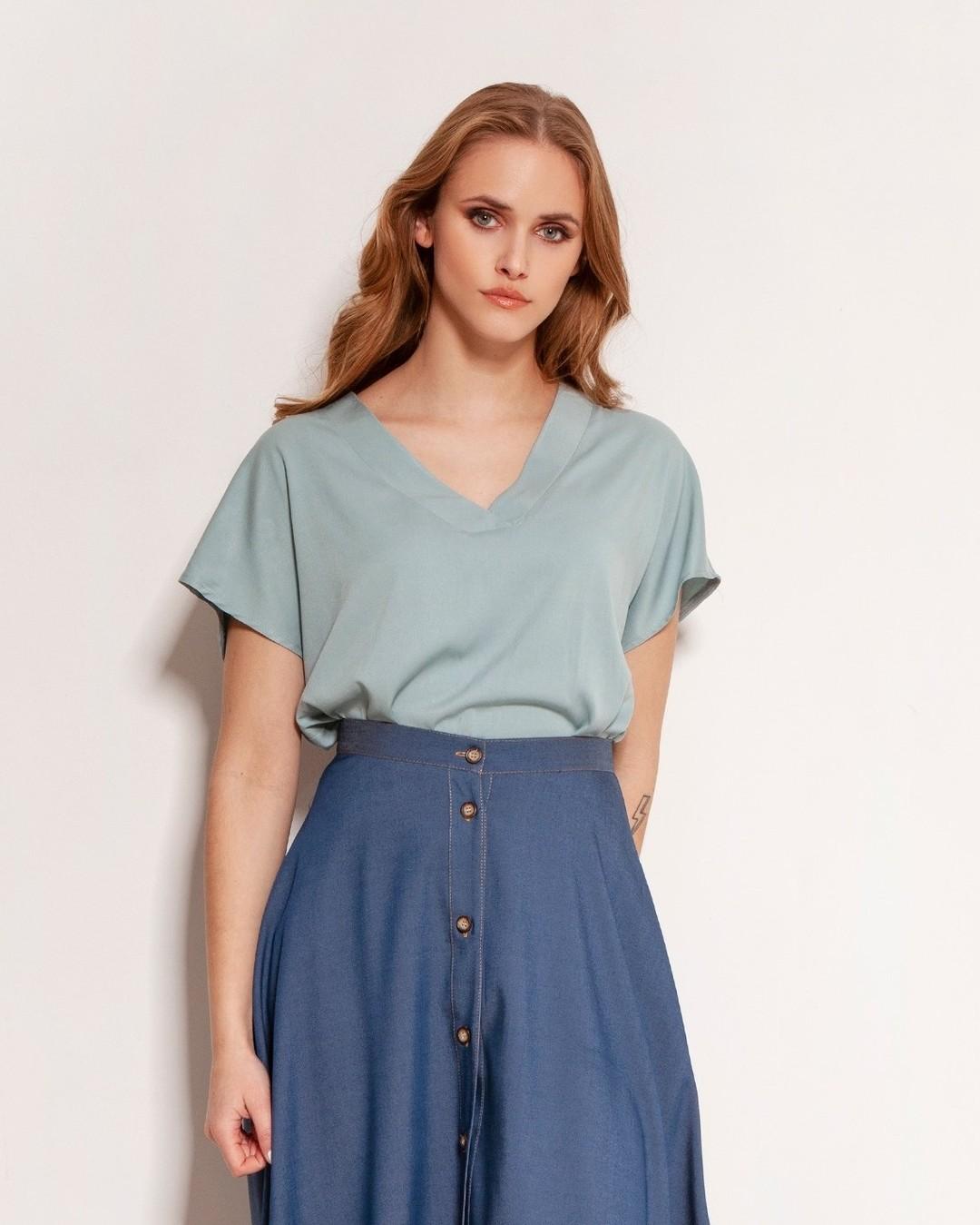 Co takiego ma w sobie jeans, że wciąż i wciąż po niego sięgamy? Ograny już na miliony sposobów wciąż zachwyca swoją surowością. A my? My kochamy go w wersji kobiecej. #spódnica #jeansowaspódnica #moda #styl #galeria #polishgirl #wyprzedaż #fashion #shopping #ubrania #ootd #nowakolekcja #polskadziewczyna #style #stylizacja #shopper #butik #skirt #bluzka #zakupy #spodnica #wiosna #polskamoda #womanclothing #sklep #stylovepolki #outfit #polska #stylishwoman #modni