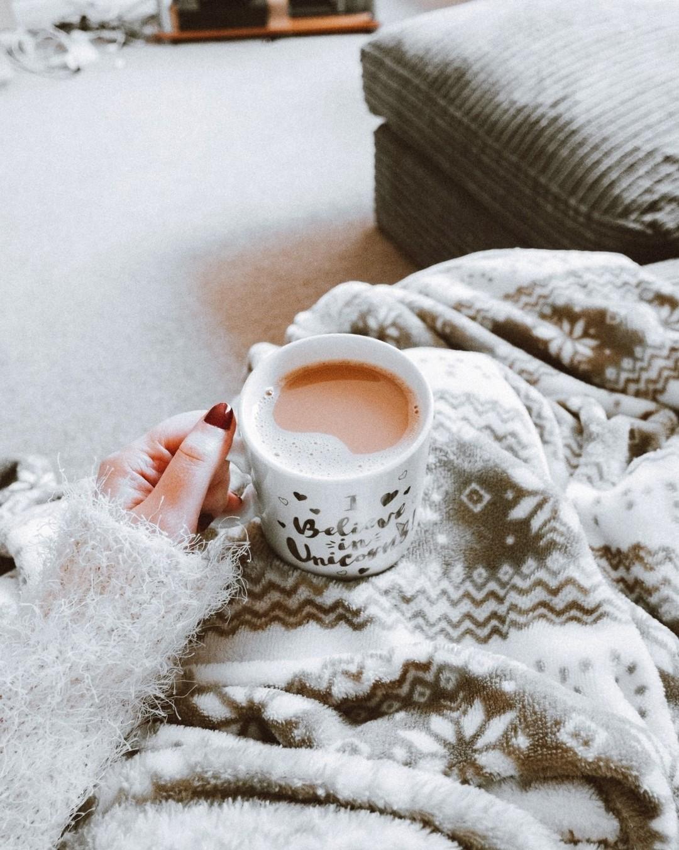 Zimowy spacer, bez względu na pogodę, to super sprawa. Ale niech zakończy się kubkiem parującego napoju i kocykiem! #winter #winterwonderland #winteroutfit #winterishere #tea #teatime #tealover #snow #snowday #cup #cupofcoffee #frost #influencermarketinghub #winter #tea #snow #cup #frost #zima #zimowyspacer #zimowasceneria #zima2021 #byledowiosny