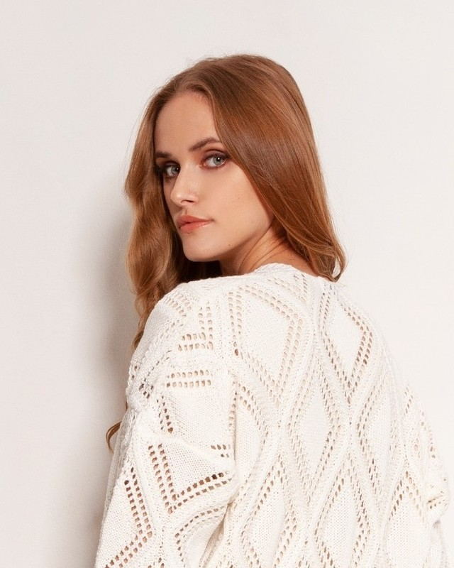 Doskonały do wiosennych i letnich stylizacji, którym dodaje głębi i wyrazistości. Długi swetrowy płaszcz w ażurowe wzory. Lekki, wykonany z wysokiej jakości, bawełnianej przędzy. #sweterważury #knitwear #swetrowypłaszcz #długisweter #knitting #wiosna2021 #fashion #sweater #lekkisweter #knit #madeinpoland #style #streetstyle #art #streetwear #minimalism #model #polishgirl #ootd #brownhair #me #fashiondesign #newcollection #instastyle #sweaterweather #fashionblogger #handmadewithlove #quality #photography #sweter