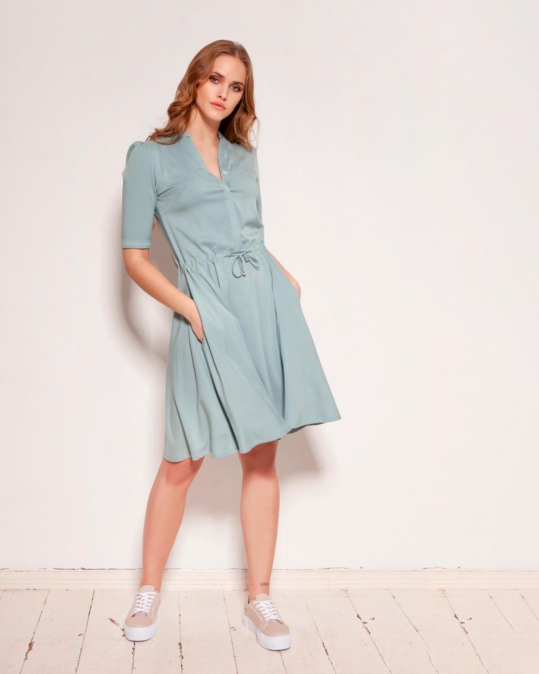 Świetnie skrojona, co potwierdzają nasze klientki, które uzbierały już całkiem pokaźne kolekcje tego modelu w różnych kolorach. Jest tak uniwersalna, że możesz ją nosić na co dzień i od święta. I gwarantujemy, że będziesz po nią sięgać wciąż i wciąż. No i ma kieszenie! #sukienka #wiskoza #sukienkazwiskozy #sukienkazkieszeniami #kieszenie #kochamykieszenie #sukienkanalato #sukienkanawesele #sukienkanachrzest #sukienkanakomunie #sukienanawiosne #wiosna2021 #nowakolekcja #springfashion #welovespring  2079