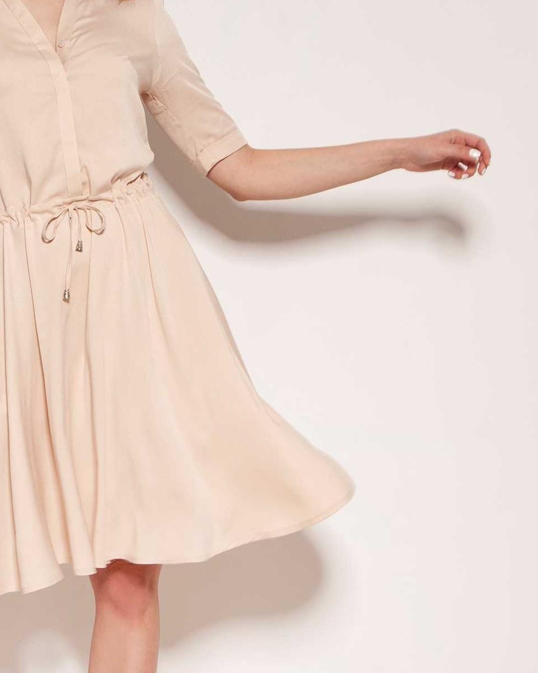 Lekko. #sukienka #lekkasukienka #wiskoza #sukienkanalato #polishgirl #madeinpoland #dress #kobieta #fashion #moda #polskadziewczyna #stylizacja #model #shoponline #shop #style #ubrania #poland #sukienki #polska #butikonline #butik #dzienwparku #zakupy #ootd #bestseller #summerdress #girl #quality #zakupyonline 2101