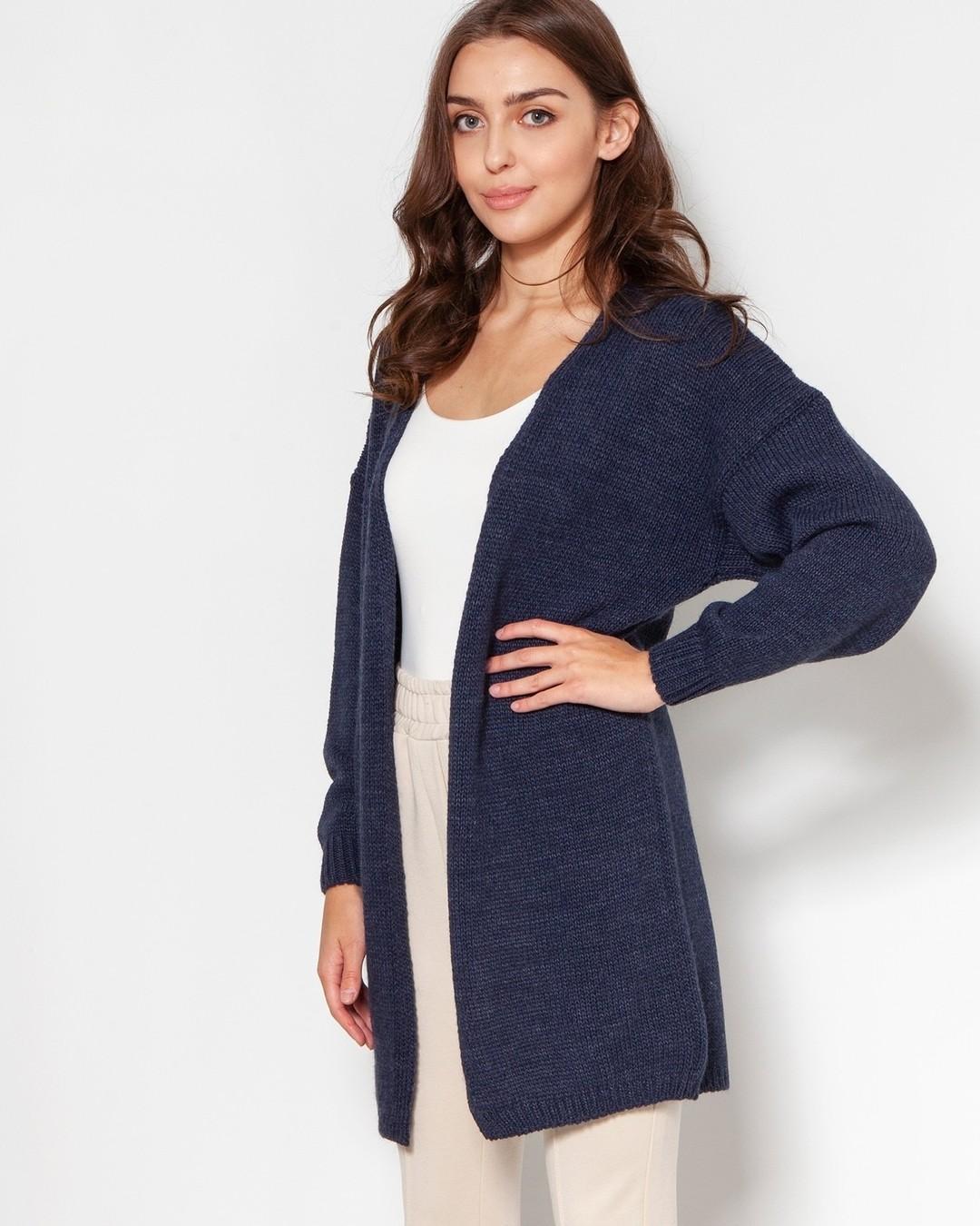 Sweter-ideał dla minimalistek - żadnych pasków, klamerek, guzików, marszczeń, ozdób. Wykonany najprostszym ściegiem z lekkiej i przyjemnej w dotyku melanżowej włóczki. Długie rękawy pozwalają schować w sobie zmarznięte dłonie. Posuje dosłownie do wszystkiego, dlatego będziesz wciąż i wciąż po niego sięgać (a wielokrotne używanie ubrań jest bardzo eko). #fashion #style #love #snow #ootd #winter #fashionblogger #instafashion #new #streetstyle #look #newcollection #lookoftheday #christmastree #shoes #fashionista #trend #shopping #outfitoftheday #cold #inverno #cool #sale #lookbook #holidays #lookdodia #fashiongram #streetfashion #sweter #swetry 1931