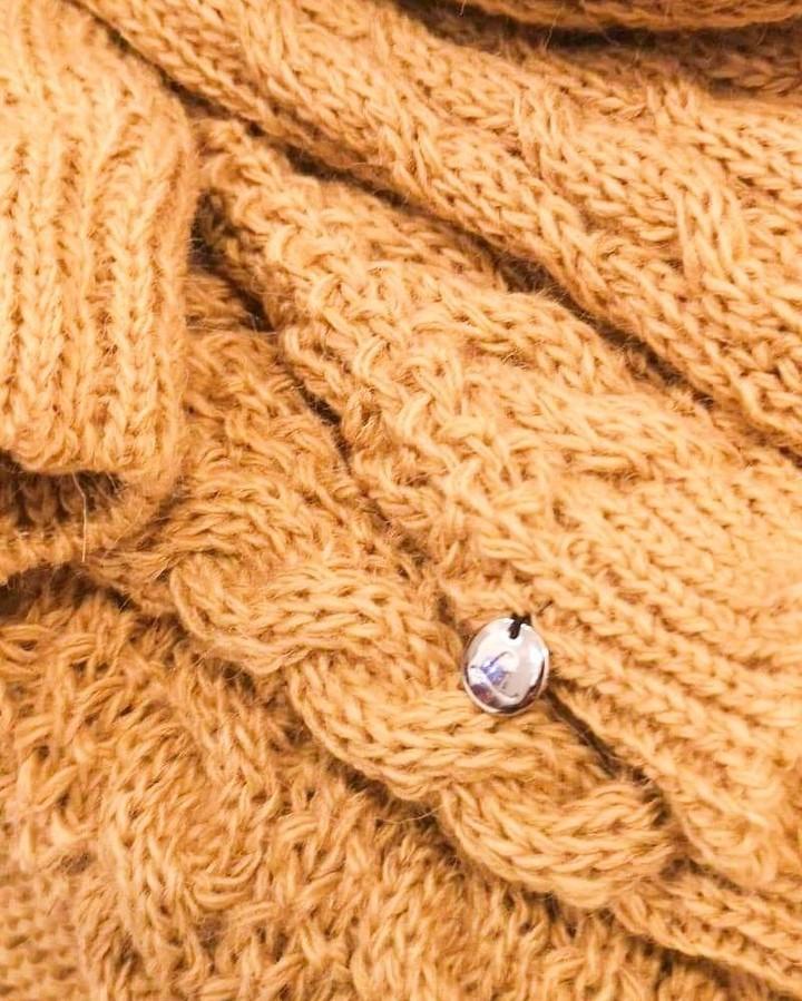 Lanti ❤️ detale. #closeup #macrophotography #details #ilovedetails #beautyindetails #lookcloser #zoomin #sweater #swetry #dzianiny #warkocze