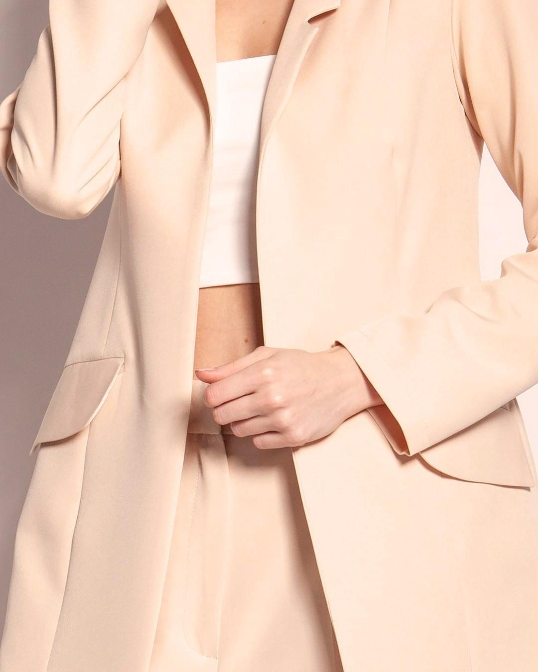 .. jest taki pomysł, zeby ożywić trochę atmosferę przy poniedziałku i klasyczny żakiet połączyć z odsłaniającym brzuch topem. To się może udać 🙃 #żakiet #latowmieście #letniestylizacje #latowbiurze #fashion #spodnie #summerinthecity #fashionista #musthave #jacket #lato #polskamarkapremium #zakupy #casual #summer #ootdfashion #butikonline #dostawa #stylizacje #totallook #styl #poland #polska #najlepszajakosc #polskamarka #lookbook #moda #fashionblogger #lovestyle #photography 1906