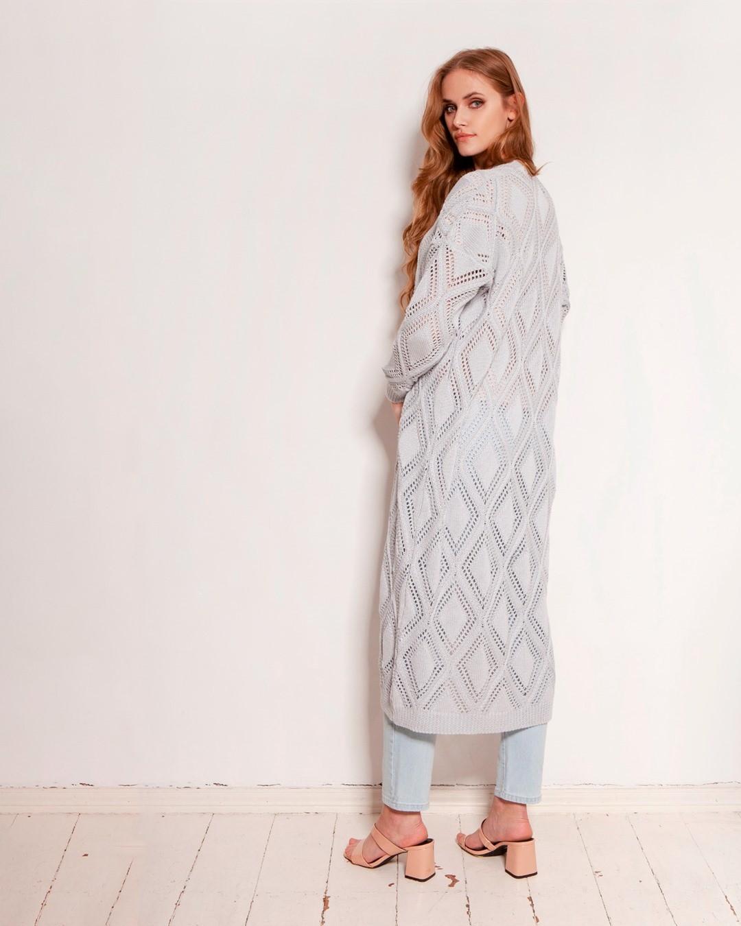 Doskonały, długi swetrowy płaszcz w ażurowe wzory. Lekki, wykonany z wysokiej jakości, bawełnianej przędzy. Doskonały do wiosennych i letnich stylizacji, którym dodaje głębi i wyrazistości. #sweter #płaszcz #ażury #kardigan #moda #fashion #polishgirl #swetrowypłaszcz #polskadziewczyna #polskamarka #ażurowypłaszcz #fashionblogger #zakupy #ażurowysweter #art #coat #polska #lookoftheday #pattern #skleponline #ootd #nowakolekcja #knit #stylizacja #poslamoda #polskamarka #bawełna #cottonsweater #odetchnij #przewiewnie  2067