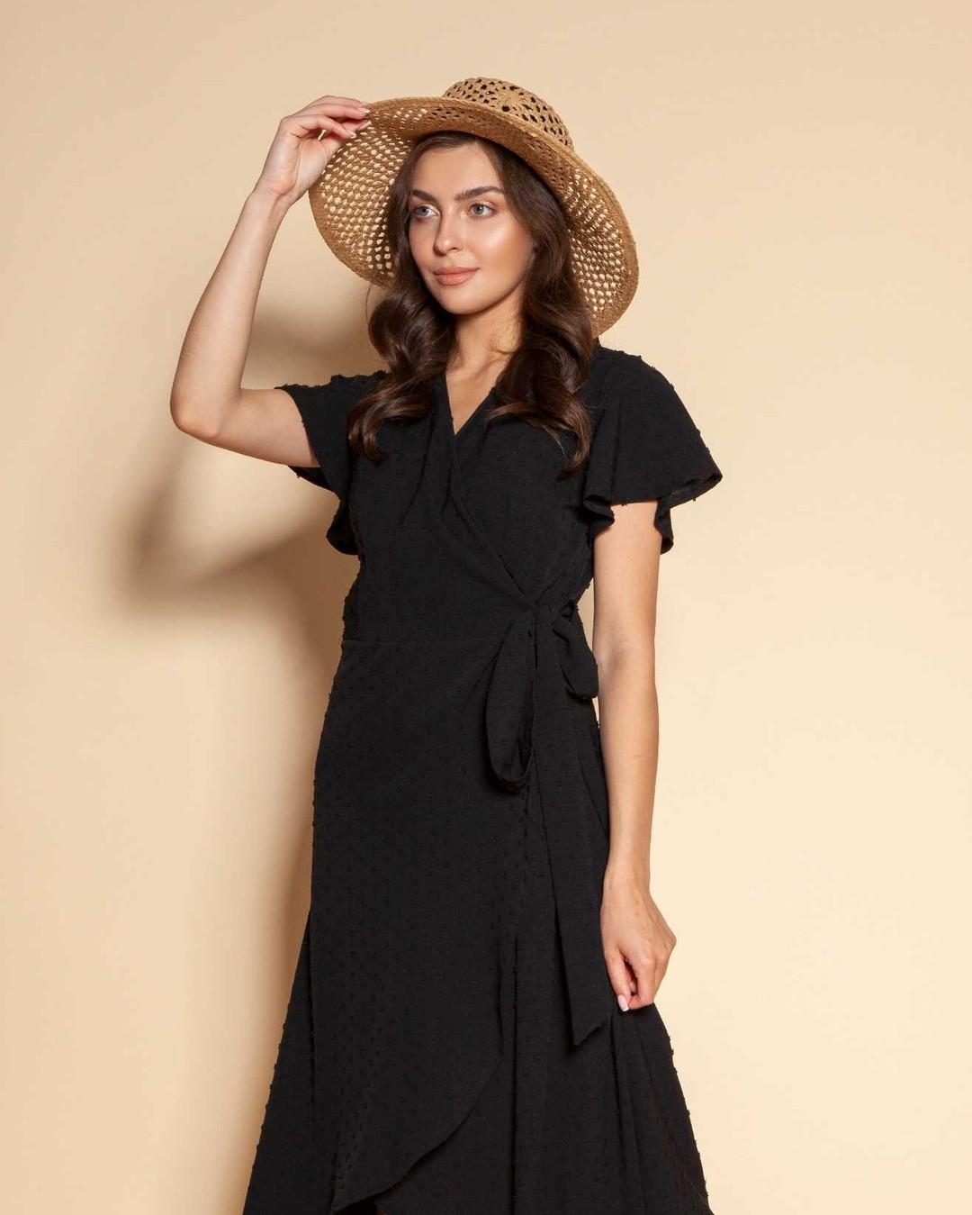 Czy na horyzoncie widać jakąś letnią imprezę? Jeśli tak, zajrzyj na lanti.pl - mamy kilka rewelacyjnych nowości ❤ #sukienka #sukienki #sukienkanawesele #czarnasukienka #sukienkazfakbanami #sukienkakopertowa #kopertowasukienka #sukienkazwiewna #sukienkazwiązaniem #letniestylizacje #letniesukienki #kapelusz #dziewczynawkapeluszu #brunette #summerdress #highquality #qualityfashion #madeinpoland #polskafirma #polskakobieta #markafashion #fashionbrand #polishfashion #wyprodukowanowpolsce #uszytewpolsce #polskieubrania #wysokajakość