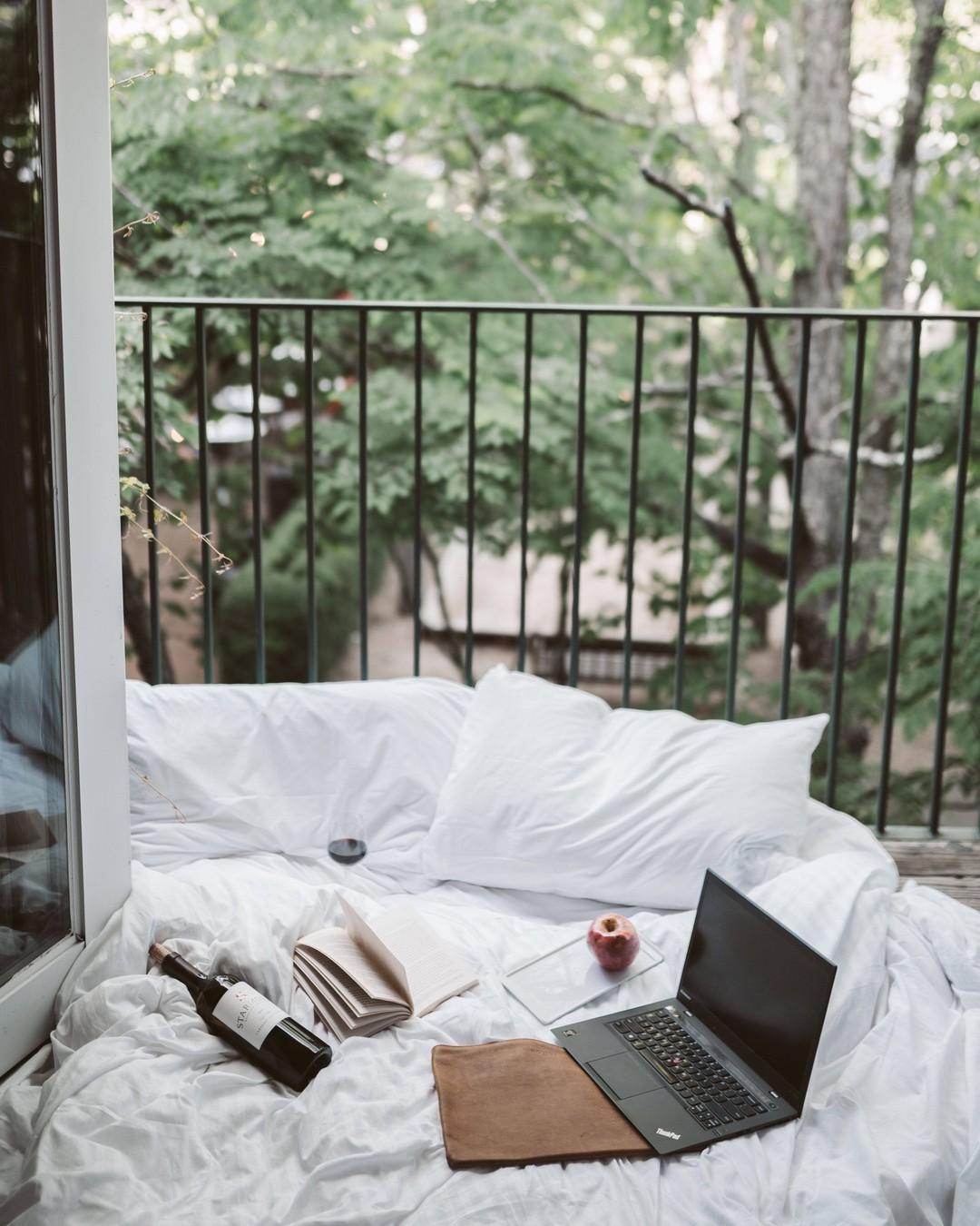 A może by tak dzisiaj wziąć home office? #homeoffice #balcony #workingfromhome #staycation