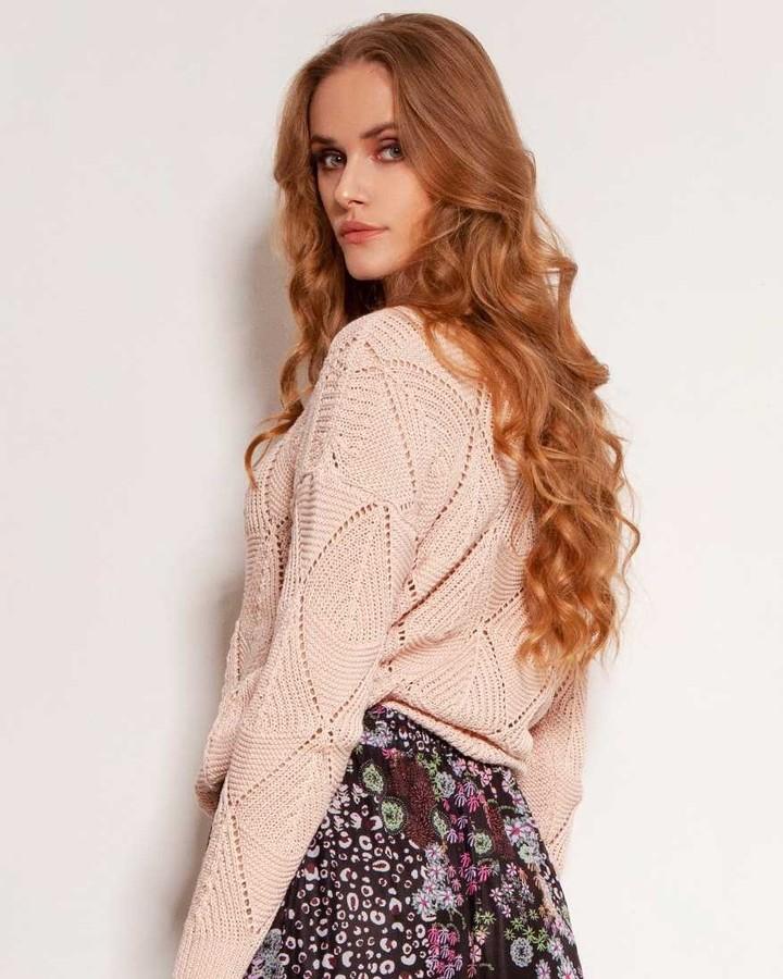 Bez względu na to, w którą prognozę pogody bardziej wierzysz - lekki sweterek spakuj i tak. #sweterek #polskadziewczyna #zakupy #sweter #polishgirl #style #modnapolka #moda #stylizacja #shopping #polishgirls #polska #recznierobione #ubrania #butik #knite #girl #styl #instagirl #photo #fashion #ażury #azurowysweter #cootonsweater #sweterzbawelny #cotton #delicate #pastelcolors 2058